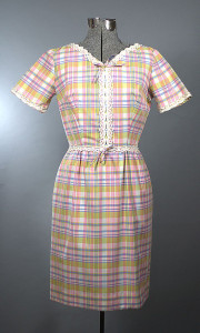 1950s Vintage Spring Cotton Plaid Shift Dress
